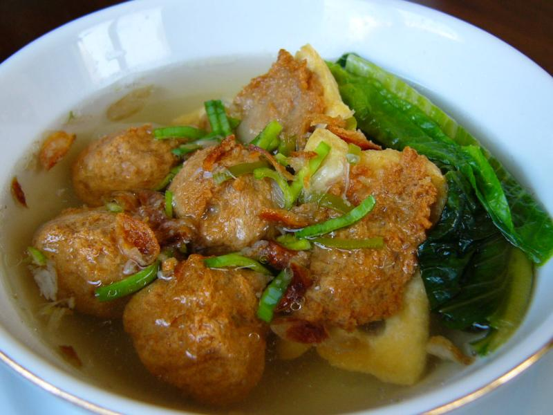 http://ananfeatures.files.wordpress.com/2009/06/bakso1.jpg